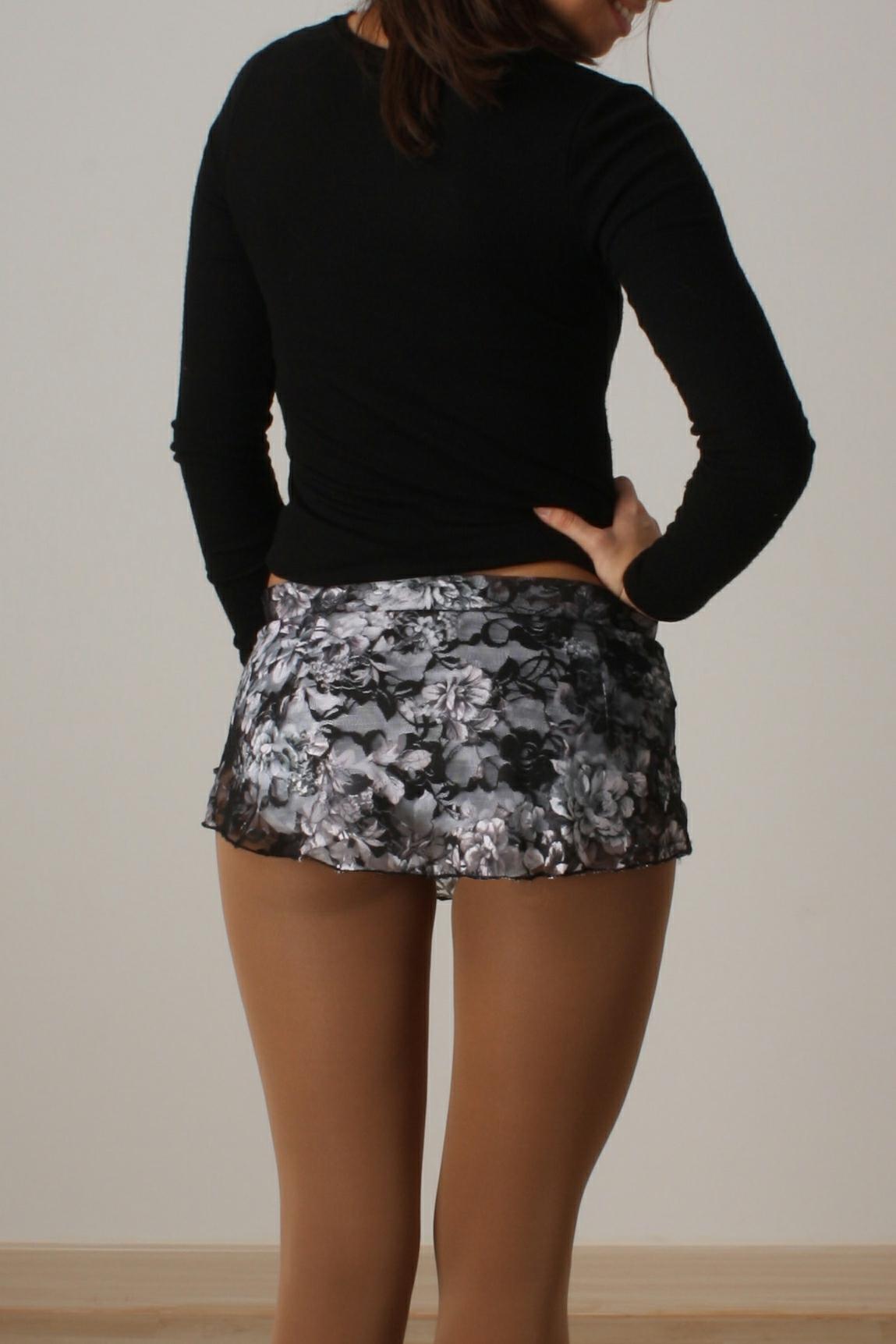 Falda blonda flores negro/blanco
